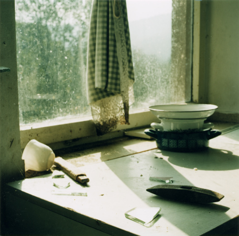 Kitchen / Küche, 2002, photography, 25 × 25 cm,