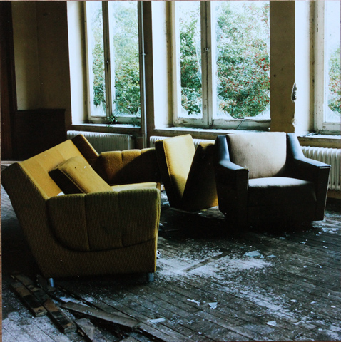 Living room / Wohnzimmer, 2002, photography, 70 × 70 cm,